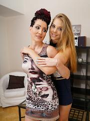 Horny teeny babe doing a hot lesbian housewife