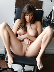 Holly Michaels loves to get her pussy all wet and juicy