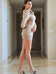 Leggy Shay looks stunning