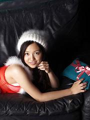 Shizuka Asian honey is Santa girl with hot body and many presents